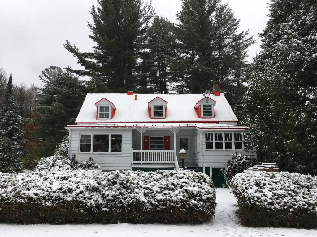 Maison Canadienne Lac Achigan, Chalet Saint-Hippolyte