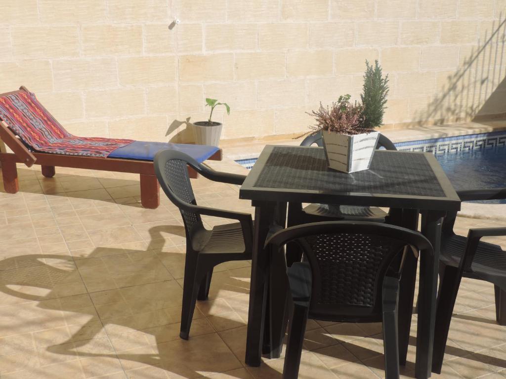 Triple room of 20 m² patio