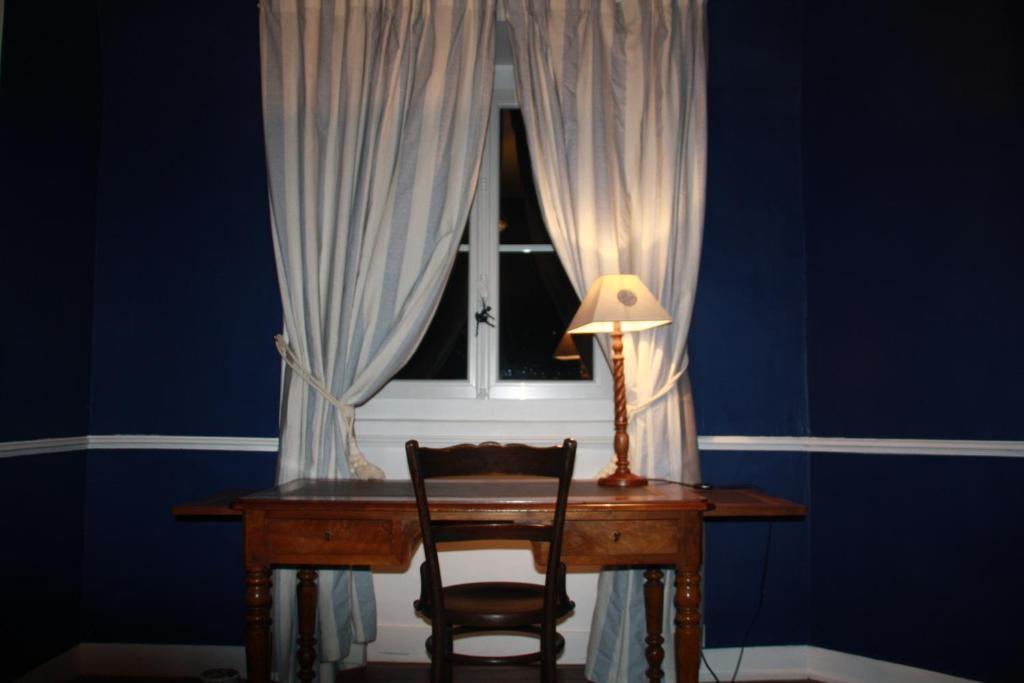 chambres d 39 h tes la maison bleue chambres d 39 h tes rennes. Black Bedroom Furniture Sets. Home Design Ideas