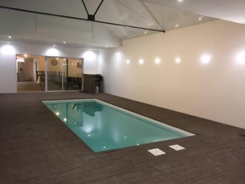 Loft design avec piscine intérieur, Villa Le May sur Èvre
