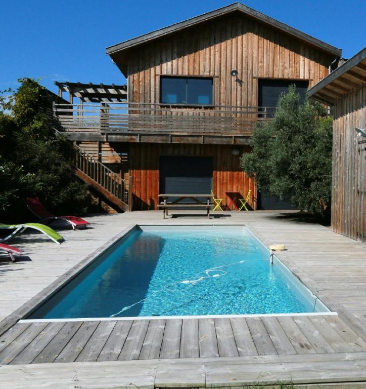 Belle villa avec piscine chauffée, 4 chambres, et jardin ...