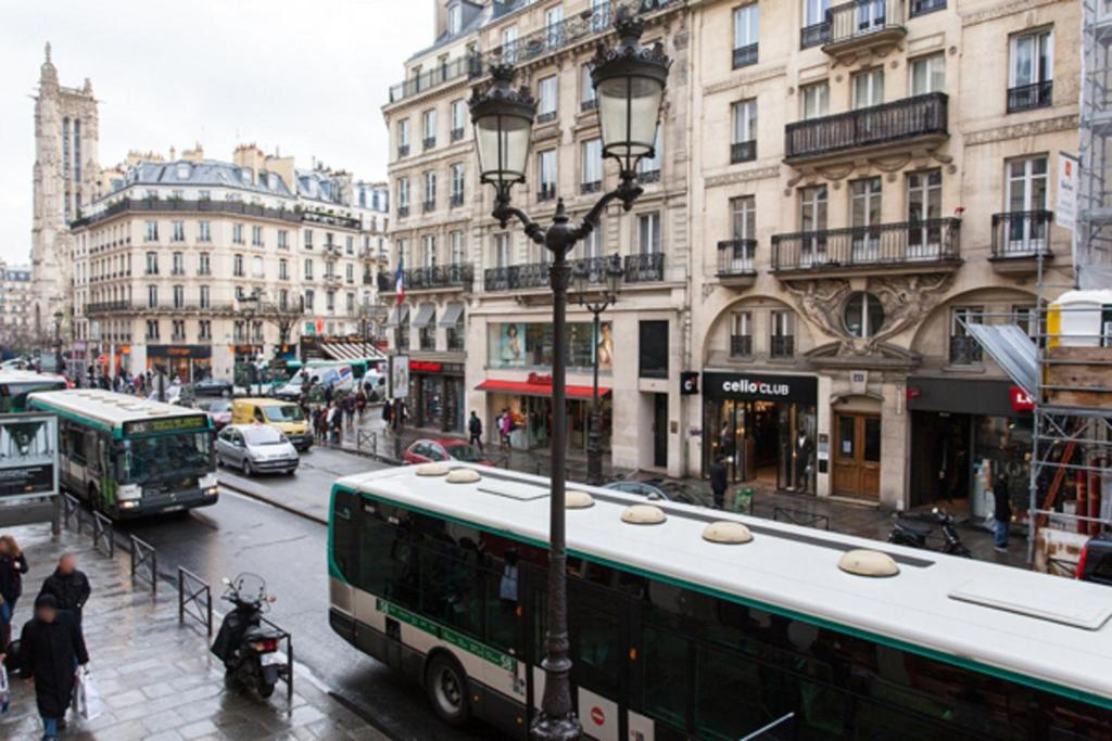 Apart of paris chatelet rue de rivoli r servation gratuite sur viamichelin - Salon de the rue de rivoli ...