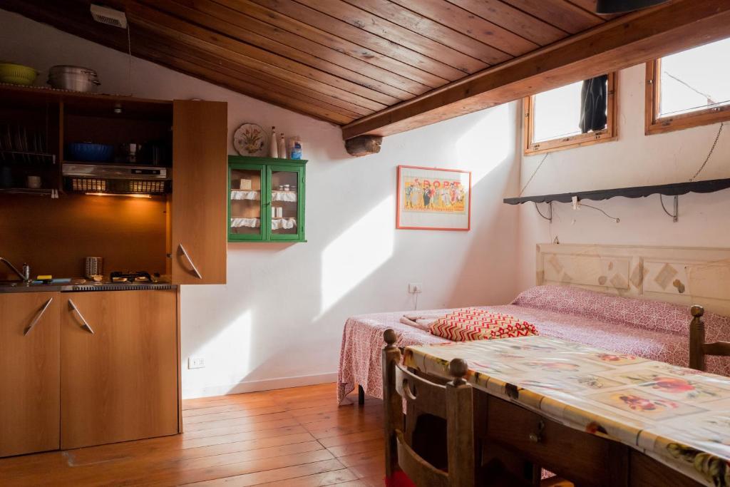 mansardina indipendente in villino anni 30, Appartamento Florence