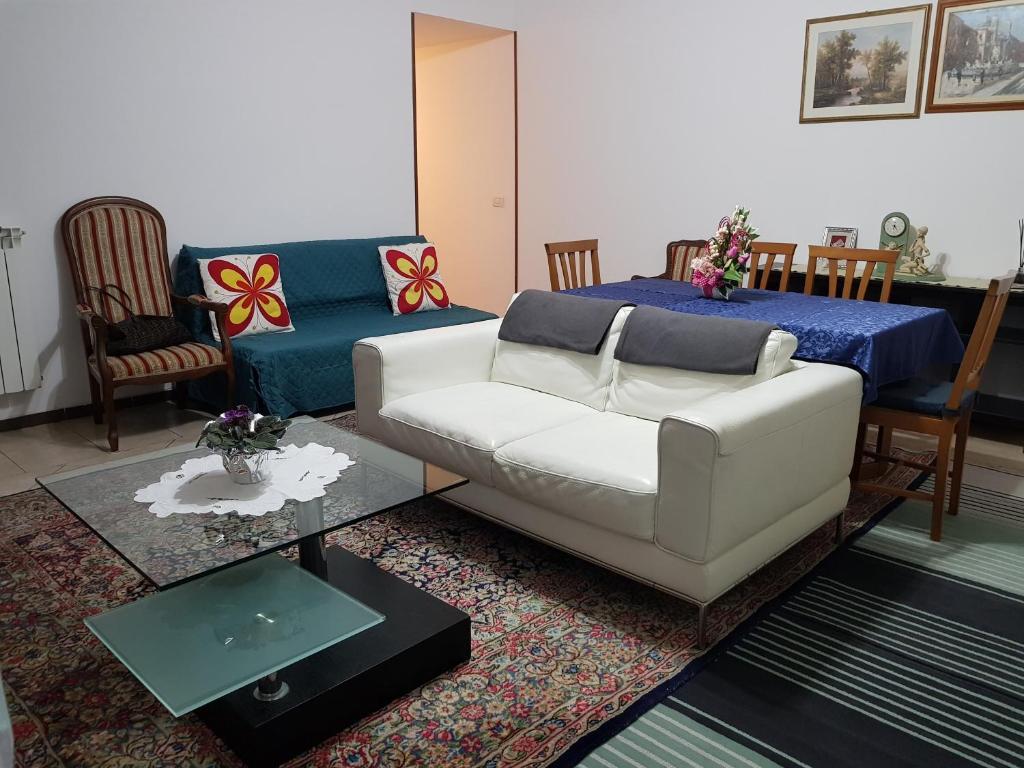 Eva Arredamenti Letti A Castello : Casa eva con giardino privato appartamento anguillara sabazia