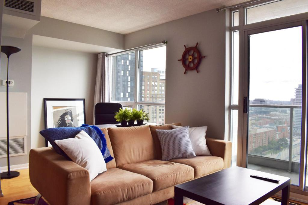 Incredible Modern High Rise 1 Bedroom In Downtown Toronto Apartment Interior Design Ideas Jittwwsoteloinfo