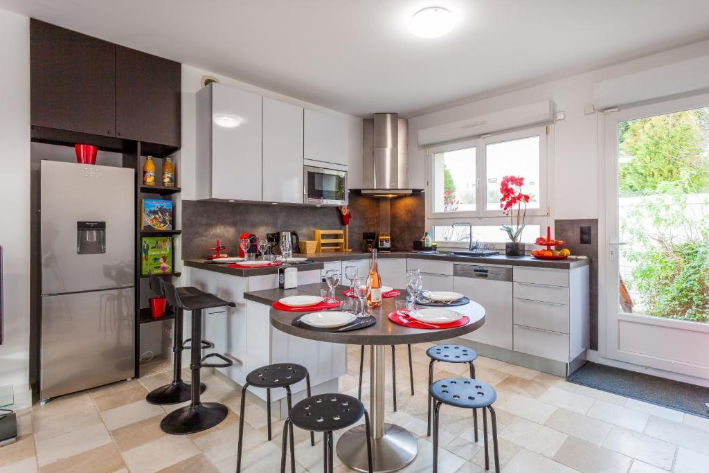 ❤️ Belle maison moderne avec jardin, Ferienhaus Chevilly Larue