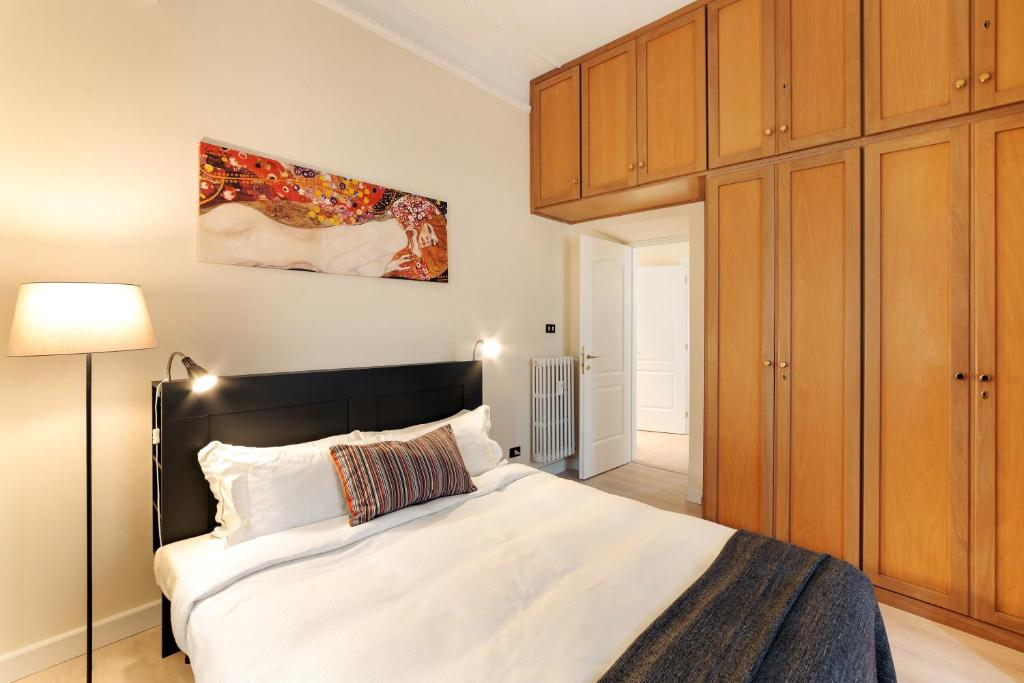 Sunny flat in elegant building vicino ad Colosseum ...