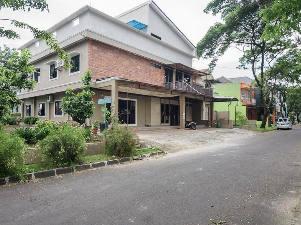 Reddoorz Plus Close To Lippo Cikarang Mall 2 Bed