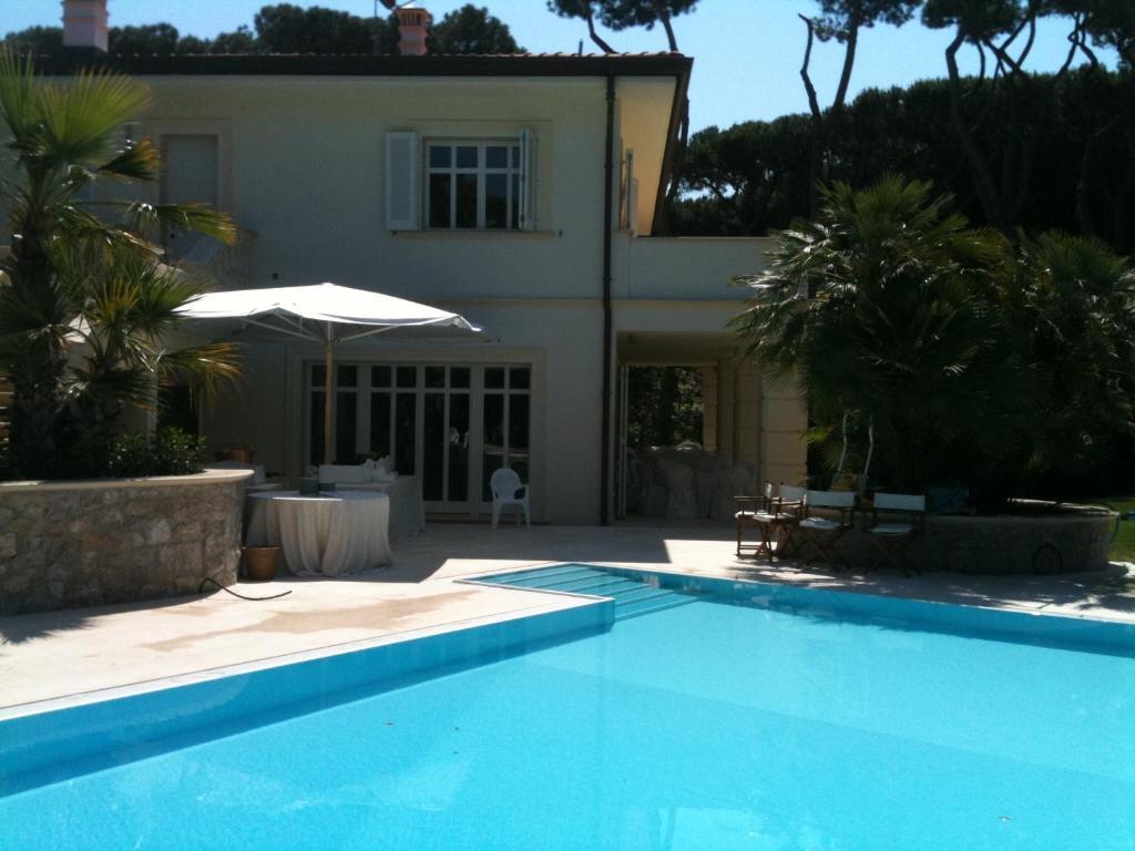 Suite in Villa con Piscina, Bed & Breakfast Tirrenia