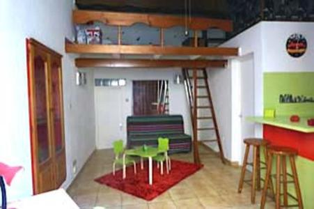 Studio Mezzanine - centre, Appartement Nîmes