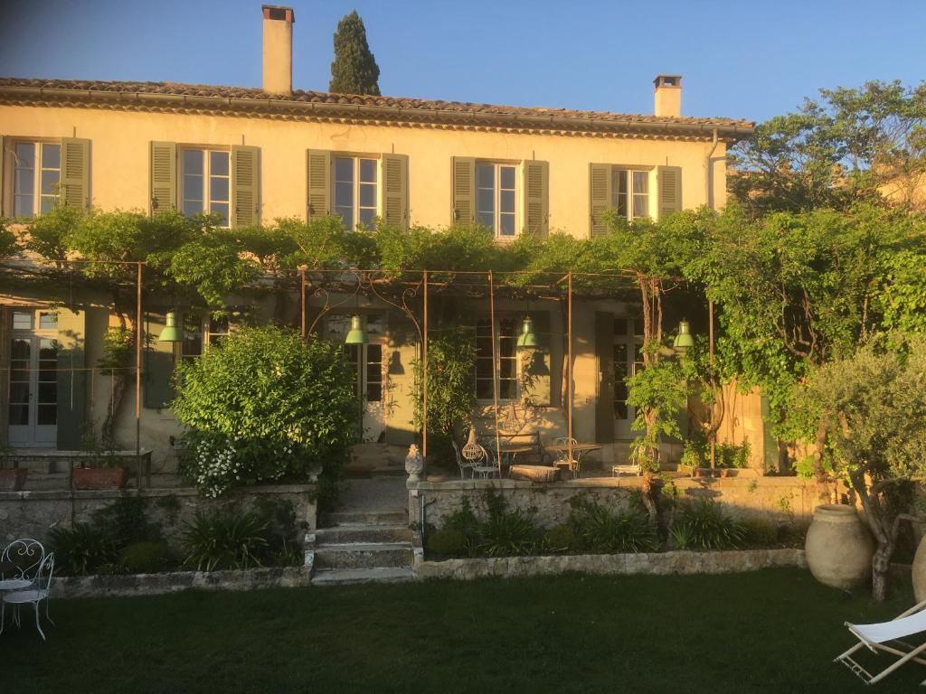 La Calade Holiday Home In Lourmarin In Le Vaucluse 84