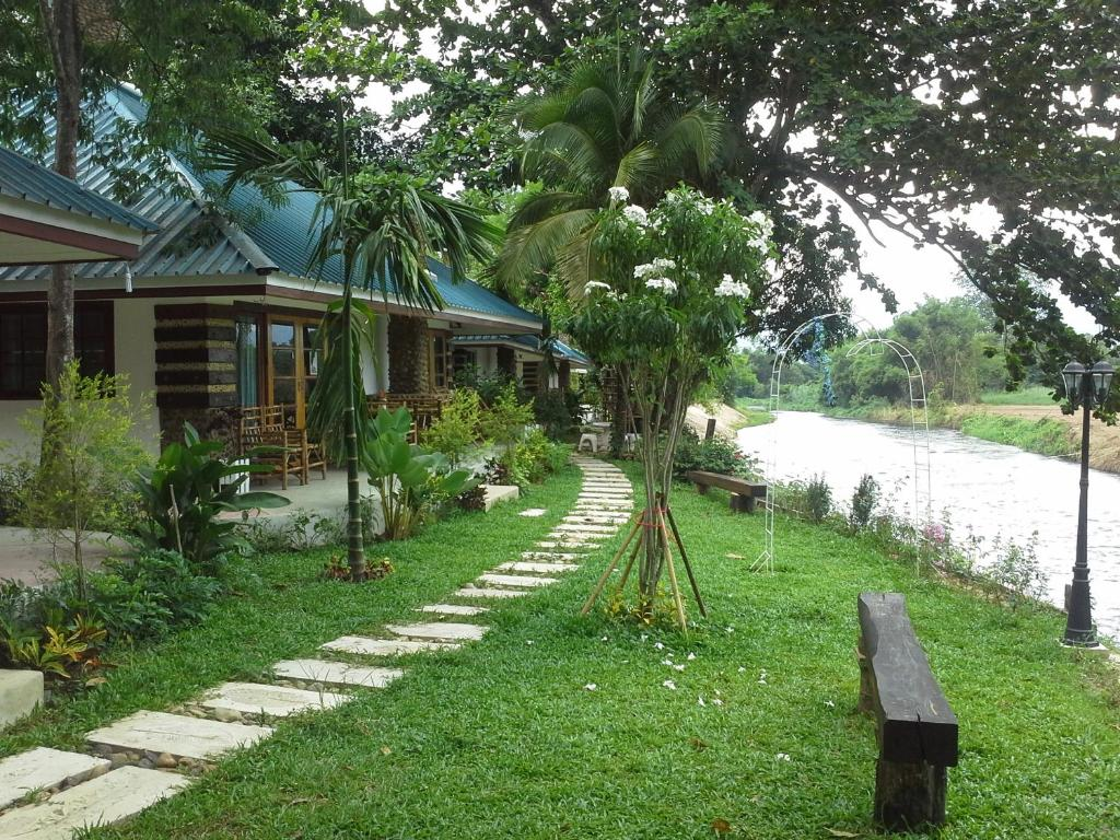 Ban Khlong Bo