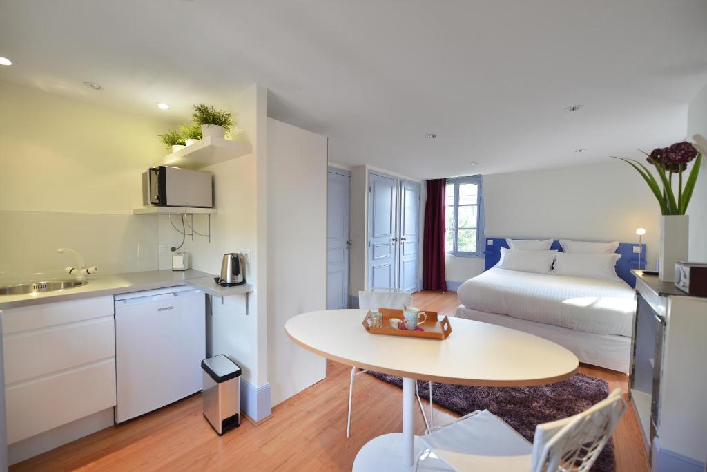 chambres d 39 h tes villa pascaline clermont ferrand prenotazione on line viamichelin. Black Bedroom Furniture Sets. Home Design Ideas