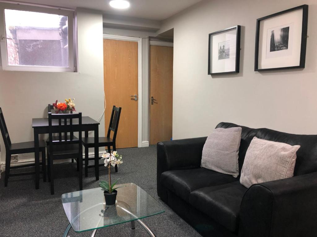 Small 2 Bed Apartment In City Centre, Apartment Cardiff