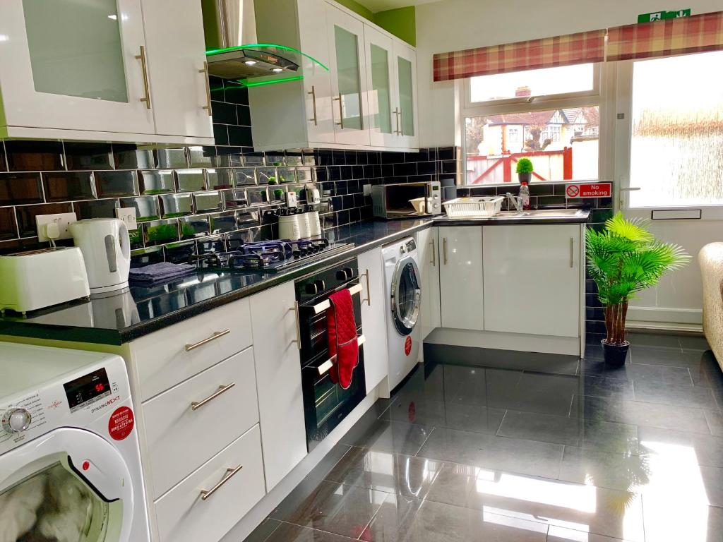 London 2 Bedroom Apartment Kitchen Reception And Private Garden Apartment London