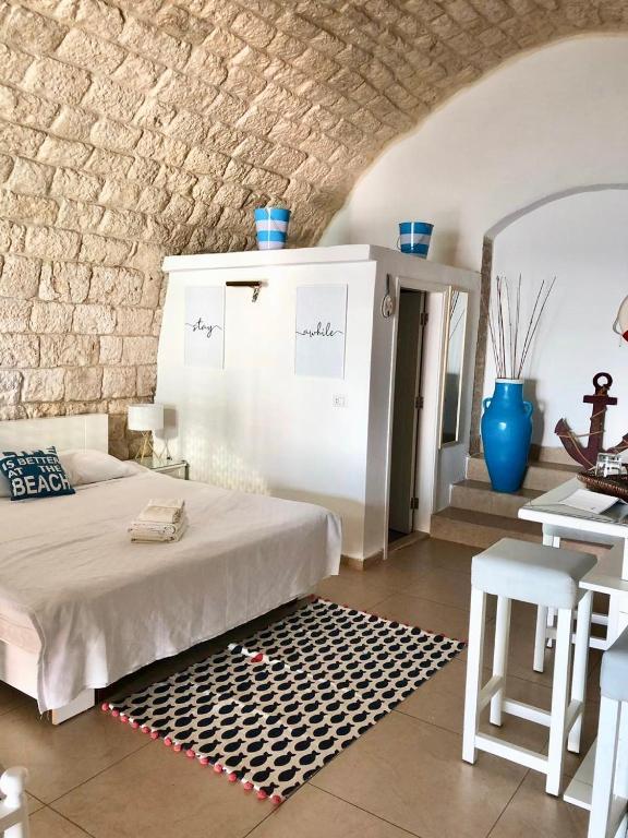 Le Blanc Bleu Bed Breakfast Byblos