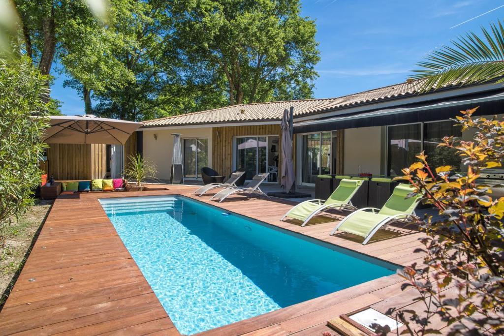 Villa avec Piscine et Terrasse Chauffées - Villa à La Teste-de-Buch ...