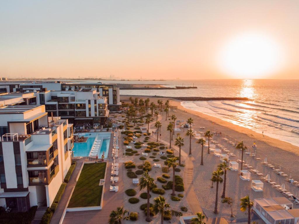 Никки бич дубай пляж можно ли жить в апартаментах постоянно