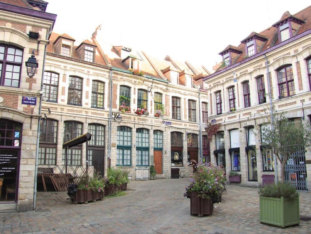 Luxe et confort, piscine chauffée, jardin paysagé, cour intérieure - 462 € en moyenne par nuit - Robion - Principales caractéristiques : Piscine, Internet.