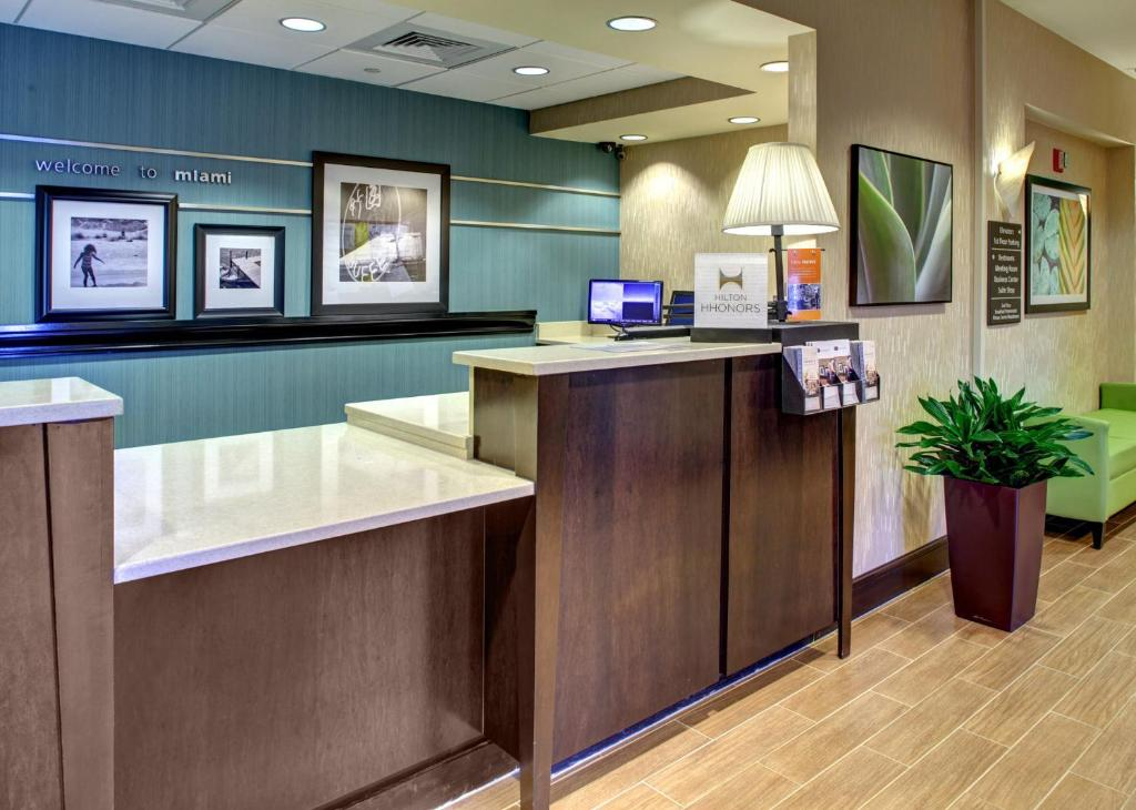 Book Now Hampton Inn & Suites Miami-Airport South/Blue Lagoon (Miami, United States). Rooms Available for all budgets. Free high-speed internet free hot breakfast and a free airport shuttle heighten the value factor at the Hampton Inn & Suites Miami - Airport South/Blue Lagoon. This 11-story h