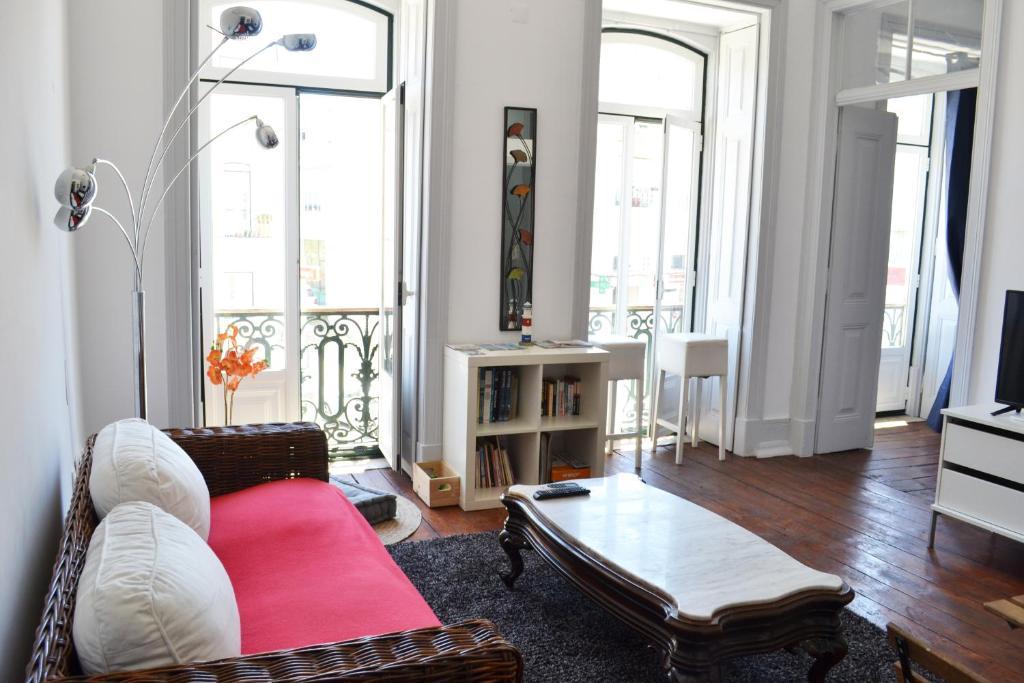 Lisbon Big Casa, Bed & Breakfast Almada