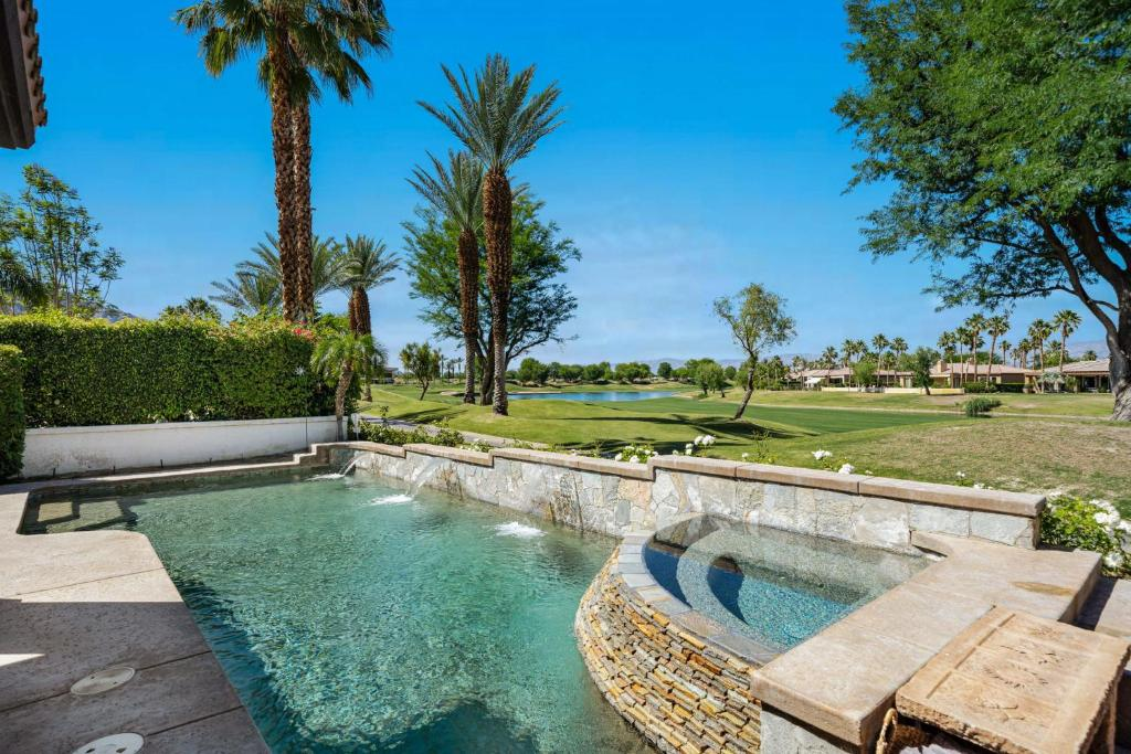 La Quinta Golf Course Swimming Pool