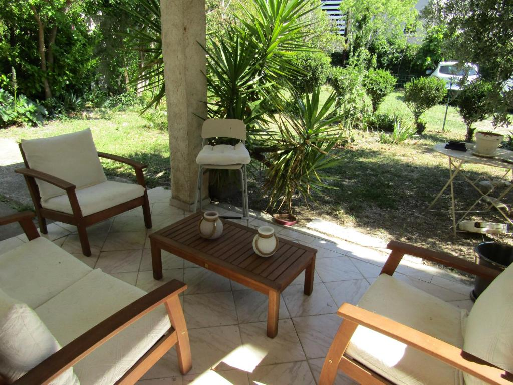Wohnung Bas de villa avec jardin, Wohnung Salon de Provence