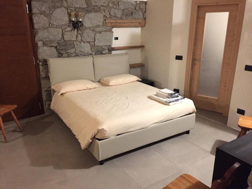 camera doppia + divano letto vicino Ponte di legno, Bed ...