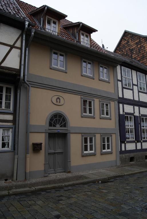 wohnen im topf quedlinburg book your hotel with viamichelin. Black Bedroom Furniture Sets. Home Design Ideas