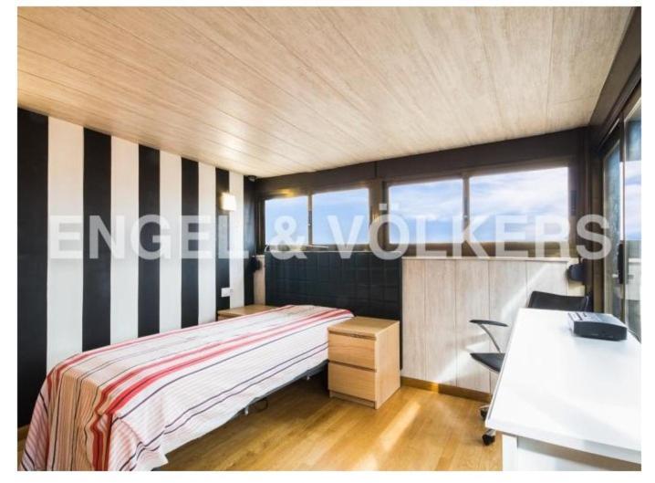 Habitación ático Muy Luminosa Con Baño Y Terraza Bed