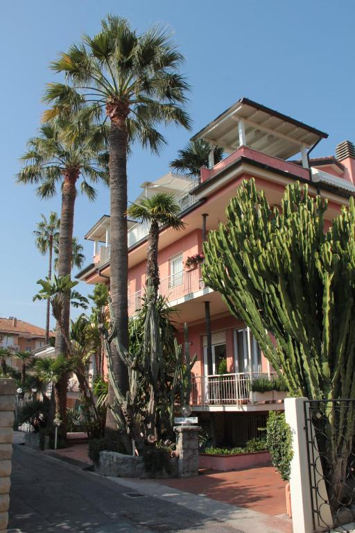Villa Mirella Chambres D Hotes A Bordighera Ligurie Italie