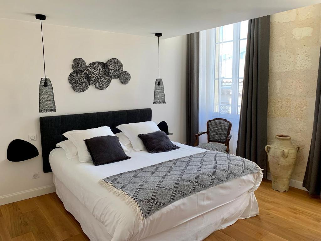 La Maison Des Deux Fées Bordeaux bed & breakfast la maison odeia, bed & breakfast bordeaux