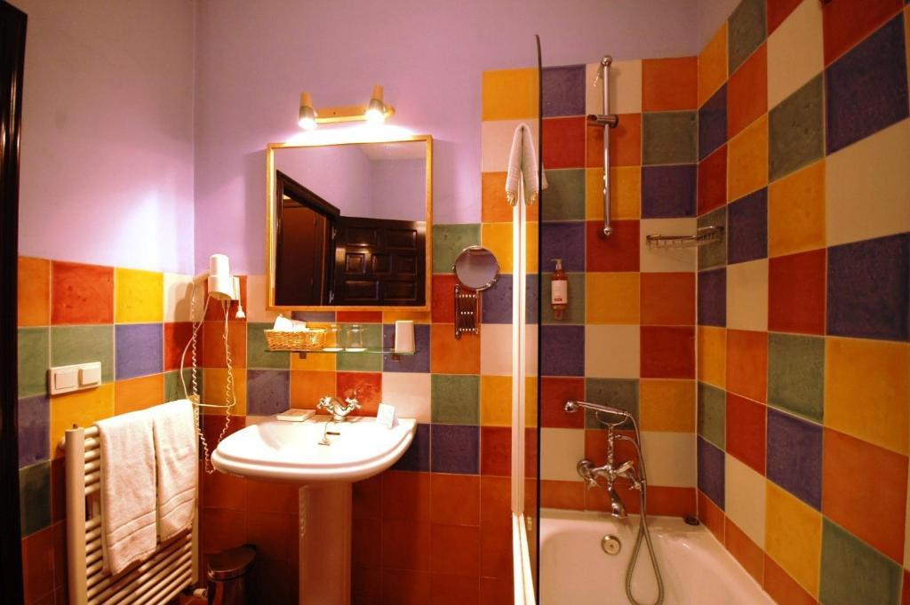 Hotel casa de los azulejos c rdoba book your hotel for Hotel casa cordoba