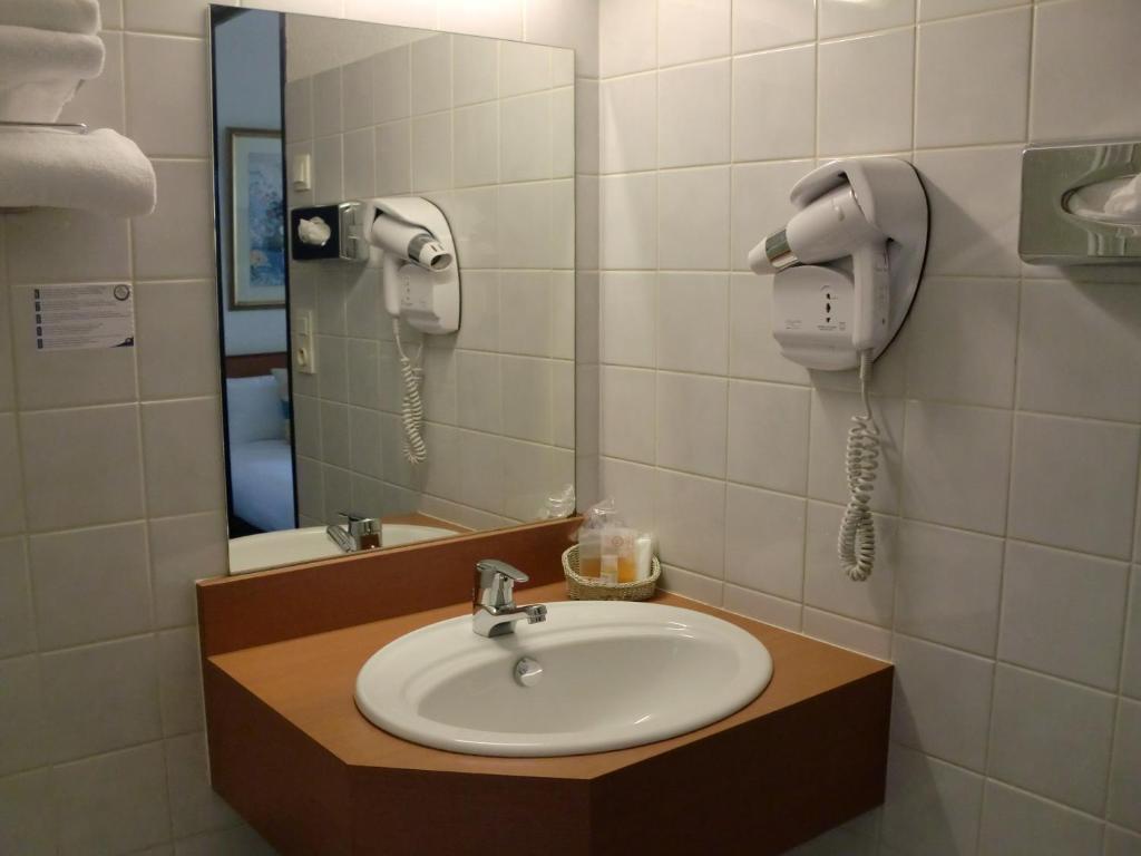 inter hotel rennes ouest les 3 marches r servation gratuite sur viamichelin. Black Bedroom Furniture Sets. Home Design Ideas