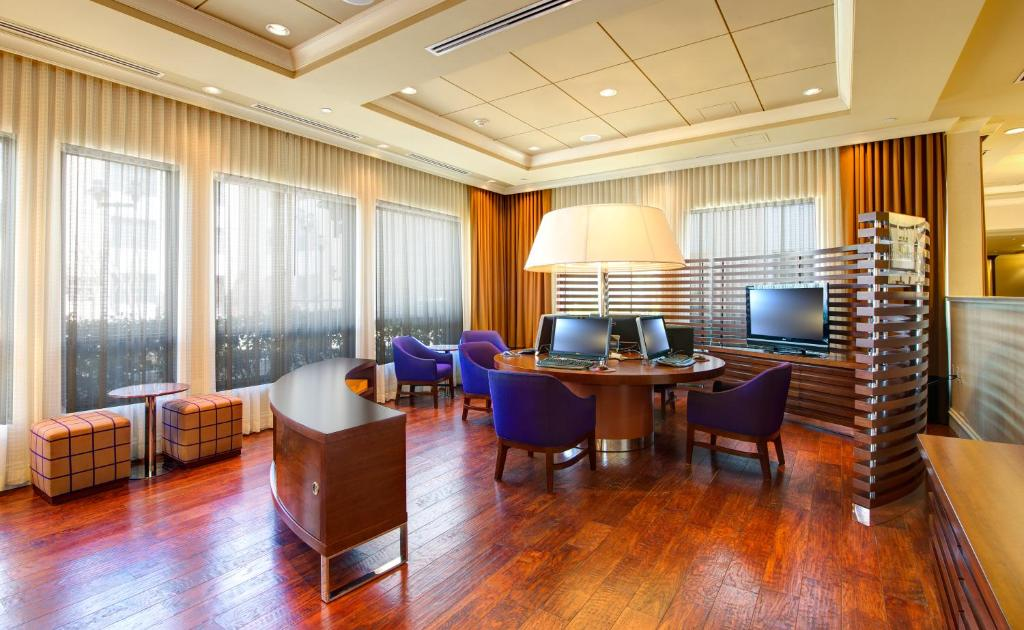 Atlanta Internet Lounge With Private Rooms