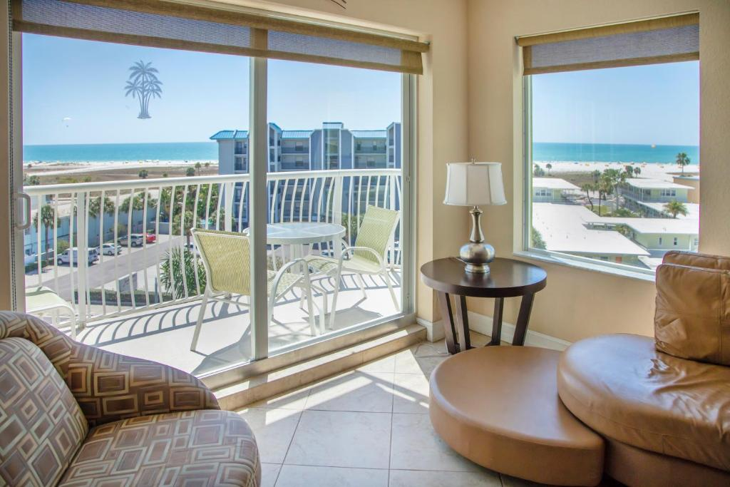 Crystal Palms Beach Resort No Resort Fees Appart Hotels Treasure Island