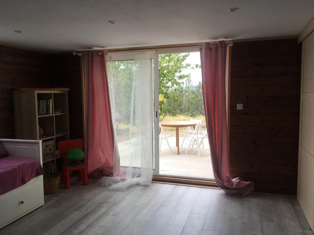 Rez de jardin - grande pièce à vivre et terrasse, Ferienhaus ...