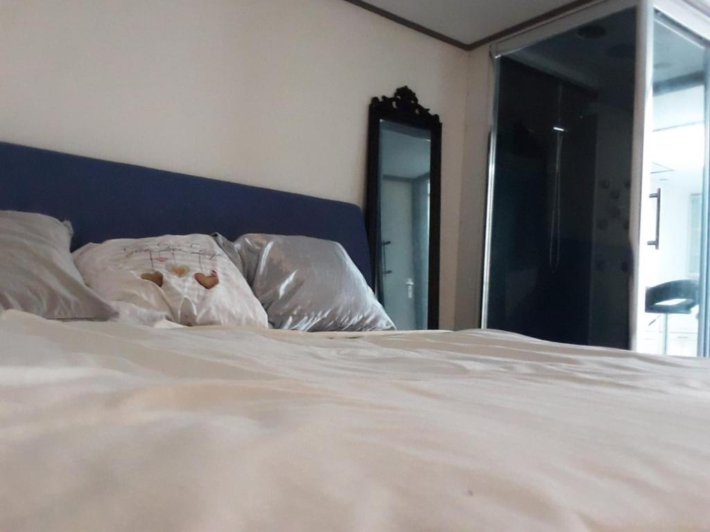 Goedkoop Bed Frame.Woonstudio Goedkoop Huren Bed Breakfast Wissenkerke