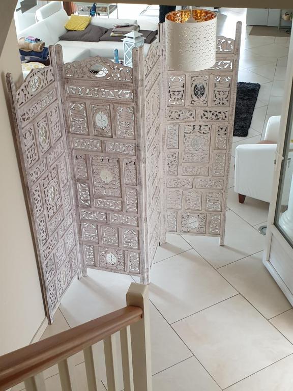 Chambre et salle de bain privées dans une villa type ...