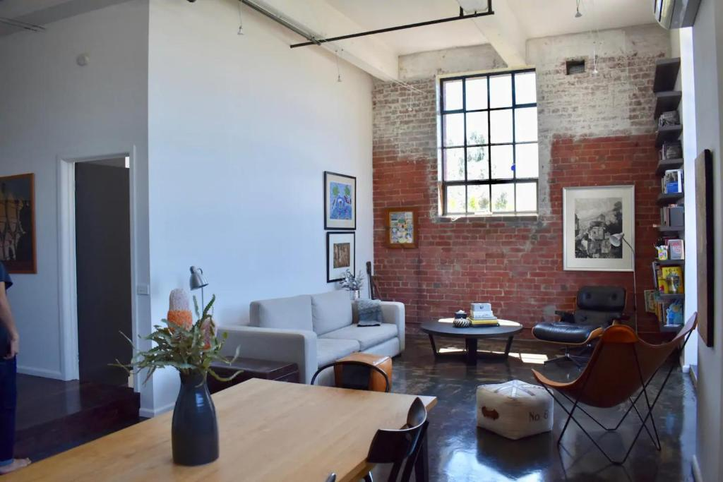 Stylish Warehouse Conversion In The Heart Of Fitzroy Apartment Melbourne