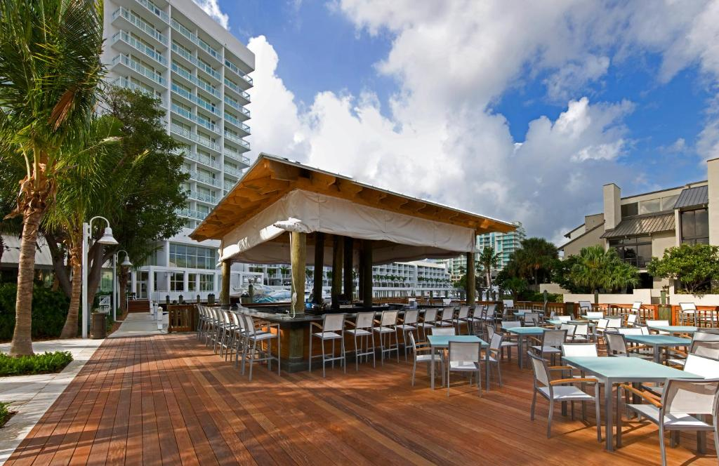 Book Now Hilton Fort Lauderdale Marina (Fort Lauderdale, United States). Rooms Available for all budgets. Balconies waterfront views a chic vibe and nearby popular destinations are some of the smooth-sailing amenities for our guests at the pet-friendly Hilton Fort Lauderdale Marin