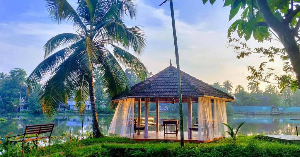 Sunsets And Palm Trees Bed Breakfast Alleppey