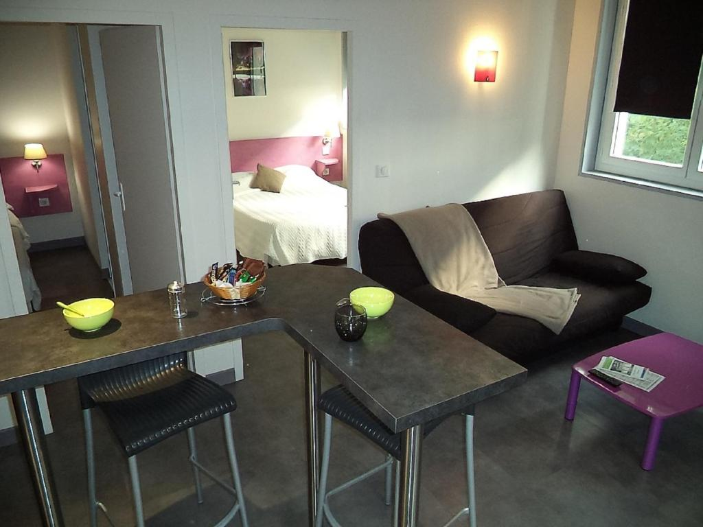 West appart 39 h tel niort online booking viamichelin for Appart hotel niort