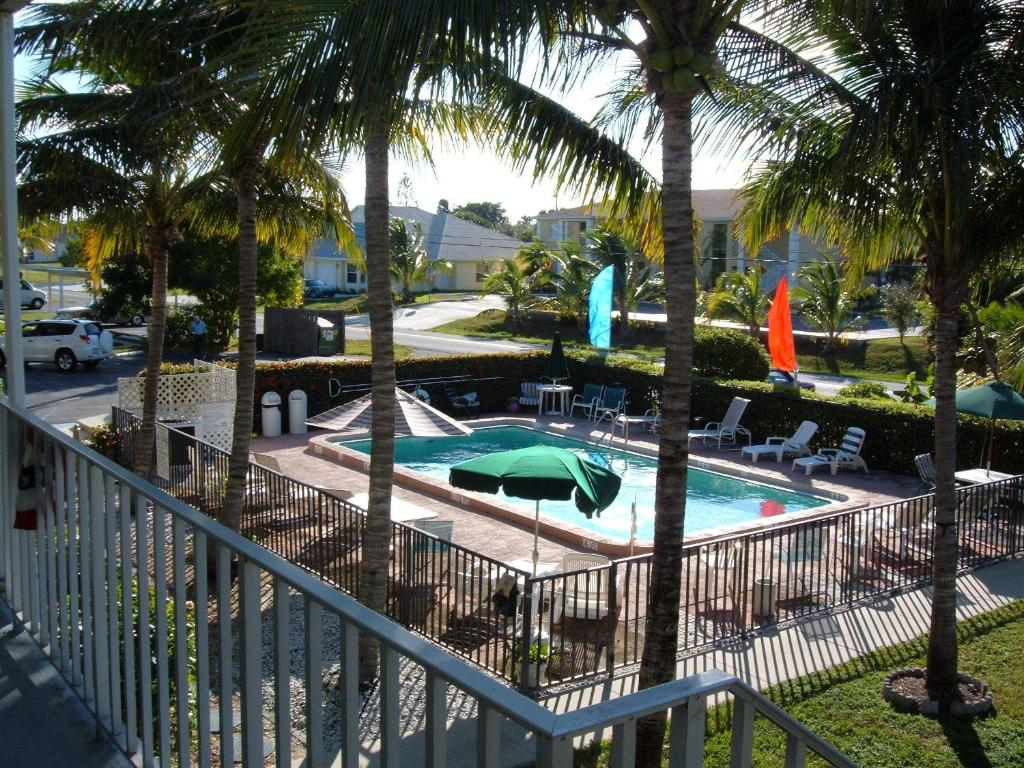 hideaway waterfront resort cape coral book your hotel with viamichelin. Black Bedroom Furniture Sets. Home Design Ideas