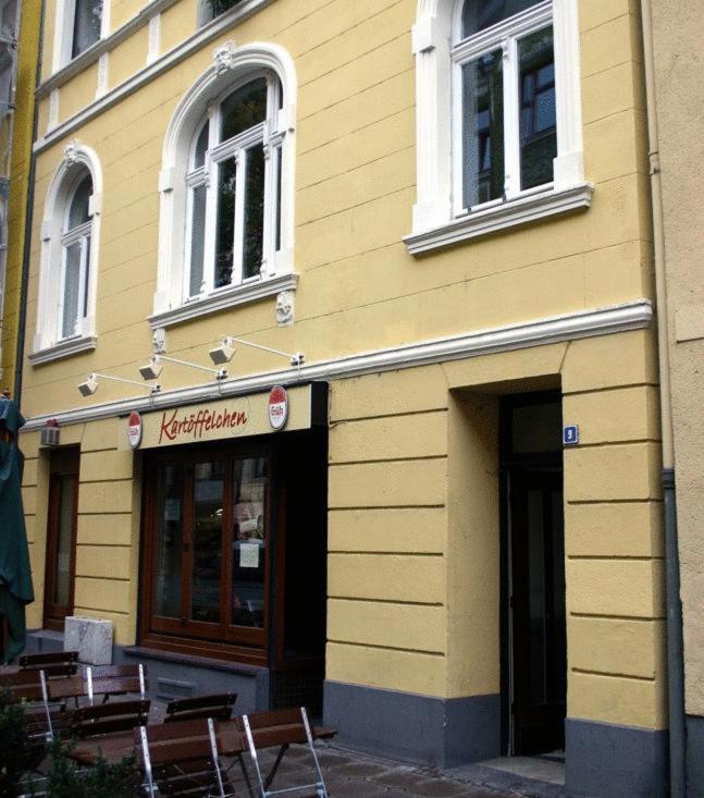 s dstadt apartment k ln apartments in k ln north rhine westphalie germany. Black Bedroom Furniture Sets. Home Design Ideas