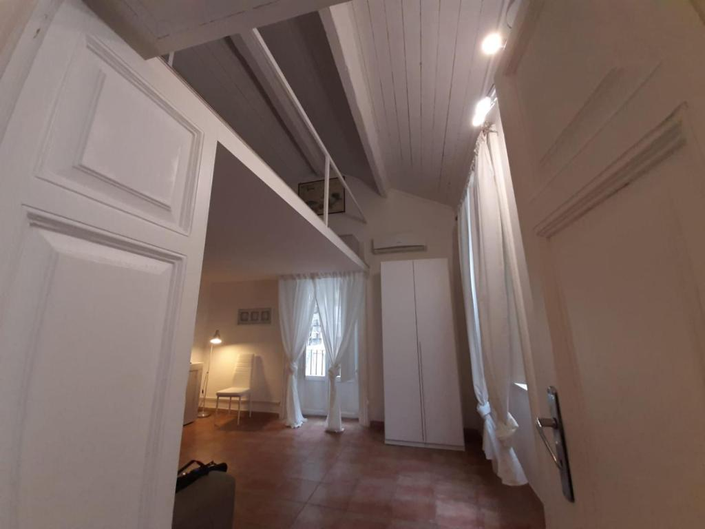 """Camere Da Letto Taranto la finestra sul cortile"""" loft of love, appartamento taranto"""