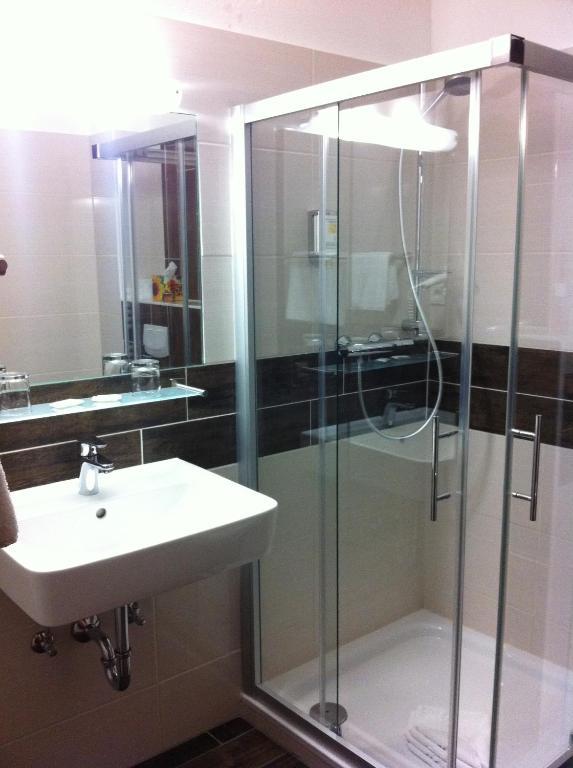 hotel stadt hamburg saarbr cken reserva tu hotel con viamichelin. Black Bedroom Furniture Sets. Home Design Ideas