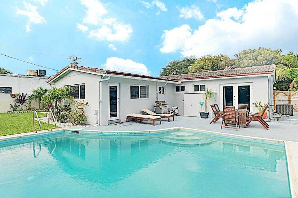 New Listing Modern Art Haven With Swimming Pool Close To Beach House Holiday Home Fort Lauderdale