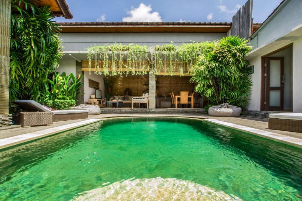 Rent A Luxury Villa In Bali Close To The Beach Bali Villa 2038 Villa Kuta