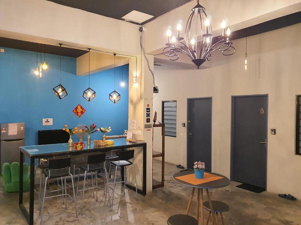 Gurney Jalan Burma Georgetown, Welton Furniture Dining Room